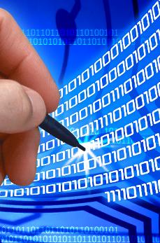 Slika olovke u ruci, nule i jedinice u pozadini